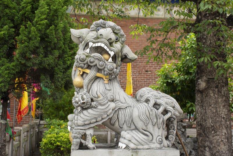装饰和天坛寺庙室内设计中国风格人旅行参观的在汕头或Swatow在潮州,中国 免版税库存照片