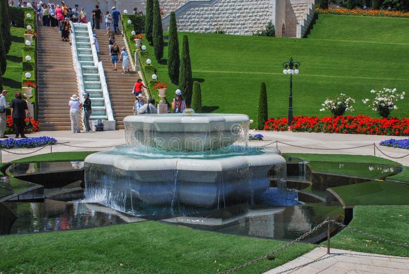 装饰喷泉在Bahai庭院里,海法,以色列 免版税库存图片