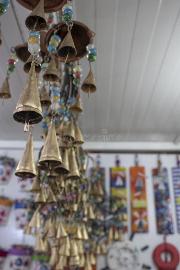 装饰心脏例证和装饰品在金子颜色 底部有小的响铃 采取在商店里面 免版税库存照片