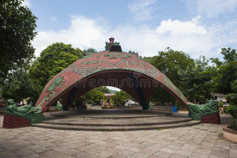 装饰报亭在Bernabela拉莫斯公园在圣克鲁斯,肋前缘Ri 免版税图库摄影