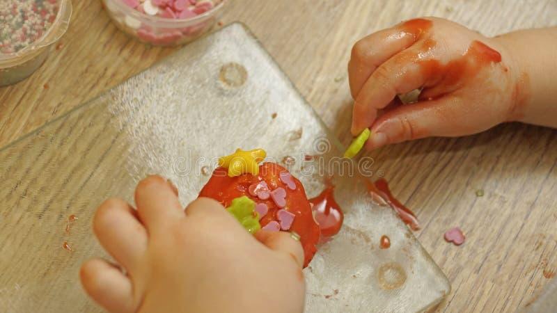 装饰杯形蛋糕 库存图片
