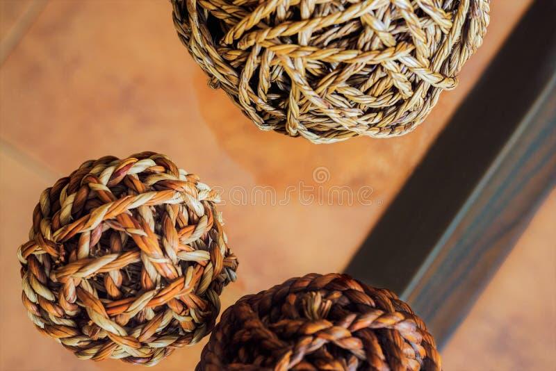 装饰柳条球,在顶上的透视 免版税库存照片