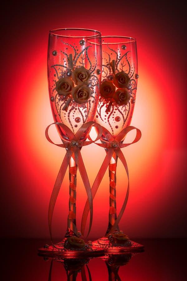 装饰的婚姻的香槟葡萄酒杯 图库摄影