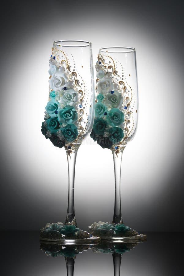 装饰的婚姻的香槟葡萄酒杯 库存照片