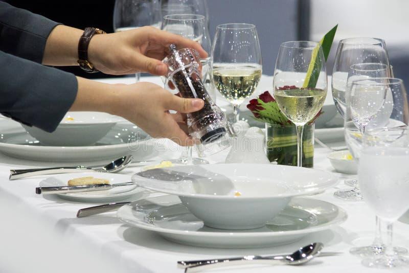 装饰盘,准备食物,优良用餐,食物服务 免版税图库摄影
