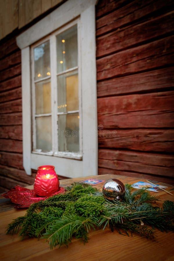 装饰老窗口为圣诞节假日 库存照片