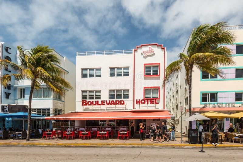 装饰艺术运动历史的区在迈阿密海滩:南海滩,佛罗里达,美国的团结的Startes 库存照片