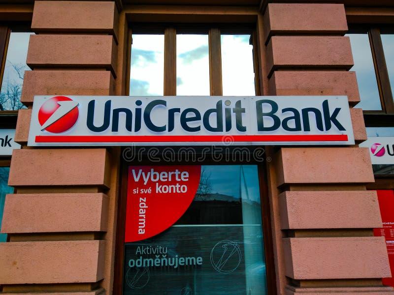 裕信银行在入口的银行商标对办公室在布拉格 免版税库存图片
