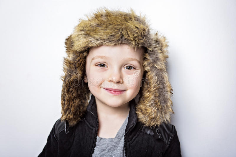 裘皮帽时尚偶然冬天样式小男孩的孩子 库存照片