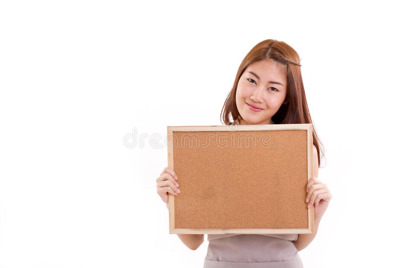 围裙的愉快的妇女,拿着牌 免版税图库摄影
