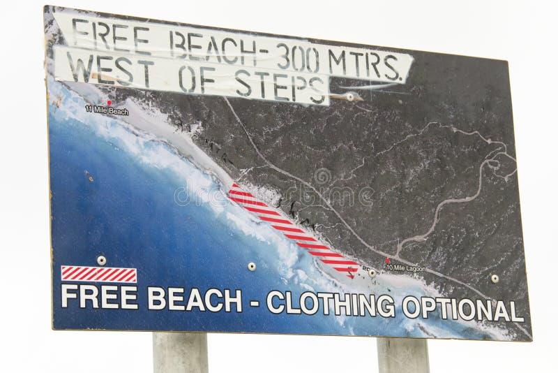 裸体海滩标志 库存图片