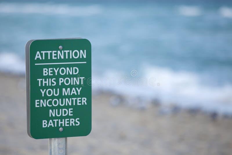 裸体海滩标志 免版税库存照片