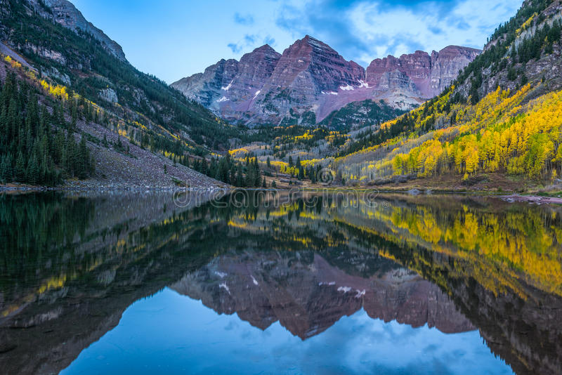 褐红的响铃山在科罗拉多 免版税库存照片