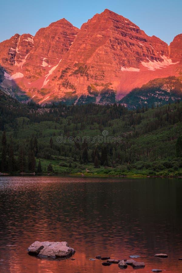 褐红的响铃山风景 免版税库存图片