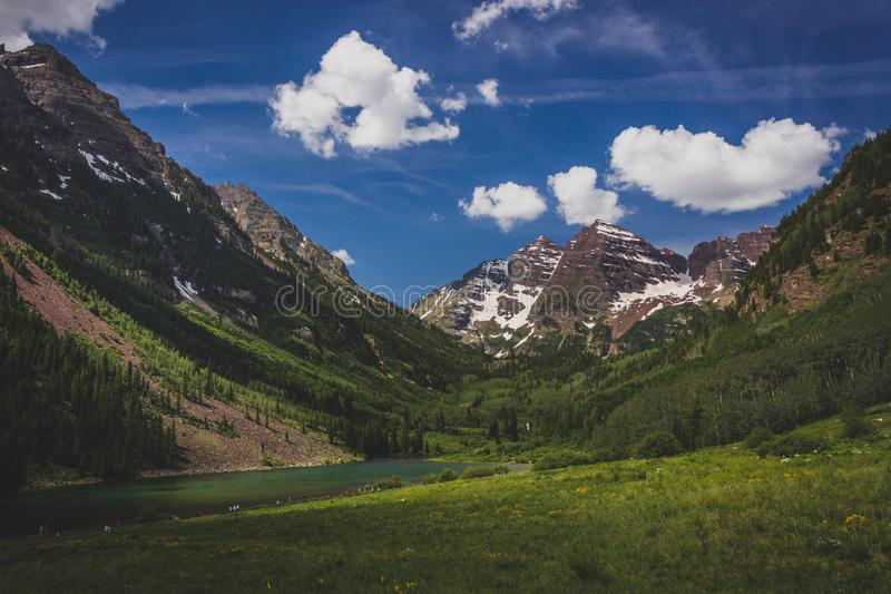 褐红的湖和褐红的响铃 免版税库存照片