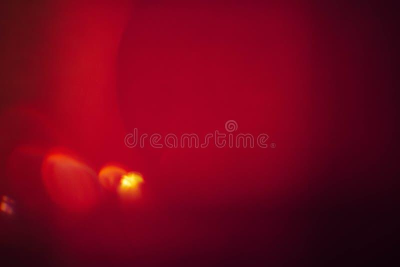 褐红的红色艺术背景透镜飘动黄色下落 库存图片