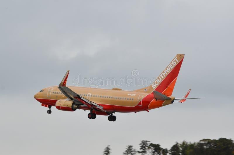 西南航空飞机着陆 免版税库存图片