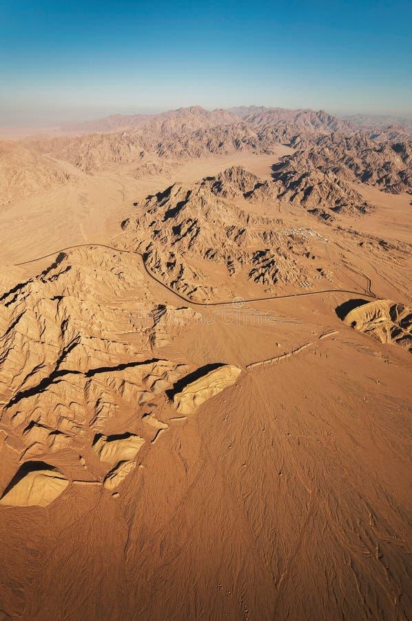 西奈沙漠鸟瞰图日出的,埃及 免版税库存照片