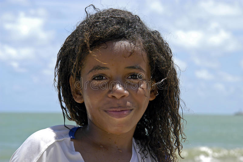 巴西女孩画象有光芒四射的面孔的 库存照片