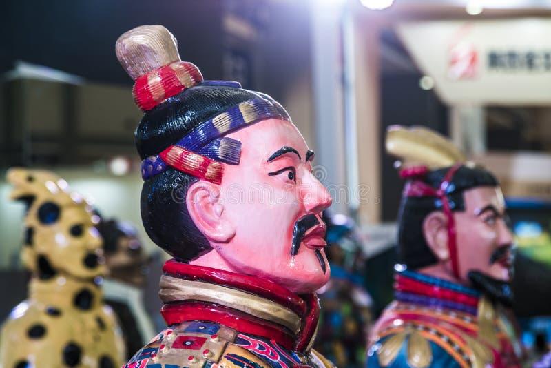 西安,中国- 2019年3月30日 赤土陶器战士和马clorful军队在商展 图库摄影