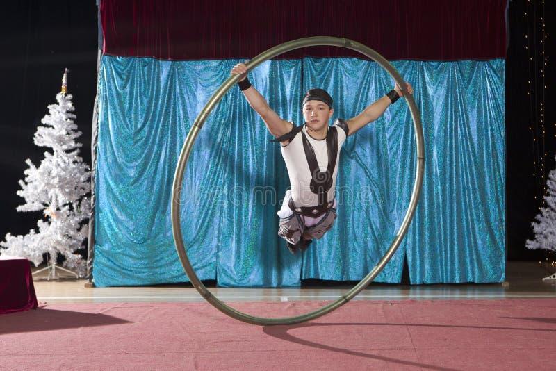 西尔轮子的马戏艺术家 免版税库存图片