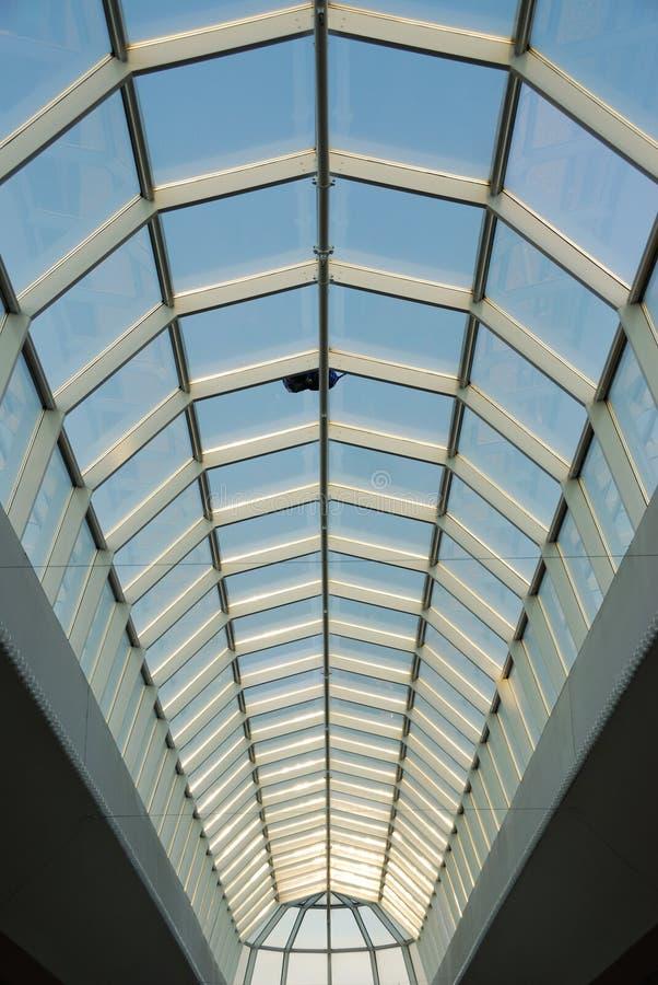 西方埃德蒙顿玻璃购物中心屋顶的结构 免版税图库摄影