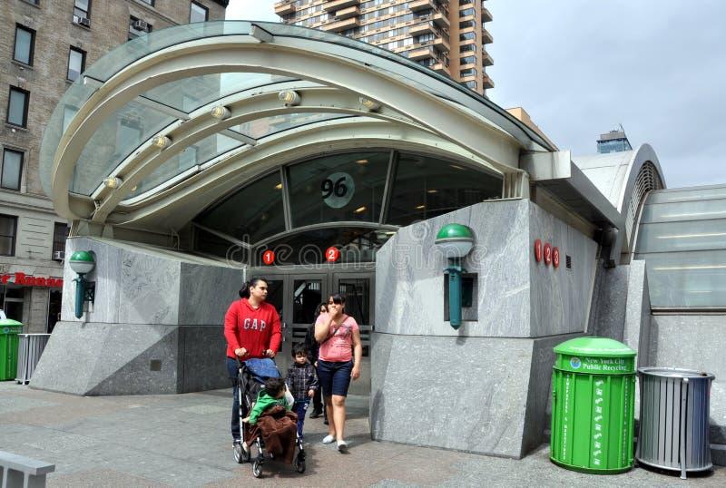 西方第96个报亭nyc街道的地铁 免版税库存图片