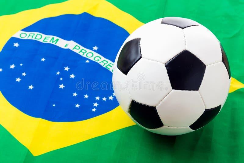 巴西旗子和足球 库存照片