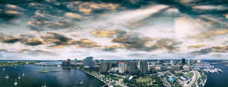 西棕榈海滩,佛罗里达鸟瞰图  免版税库存图片