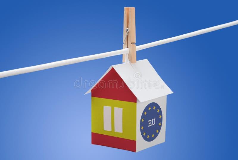 西班牙、西班牙语和欧盟旗子在纸房子 免版税库存图片