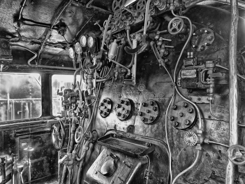 西班牙加泰罗尼亚铁路博物馆内蒸汽机的灰度摄影 免版税库存图片
