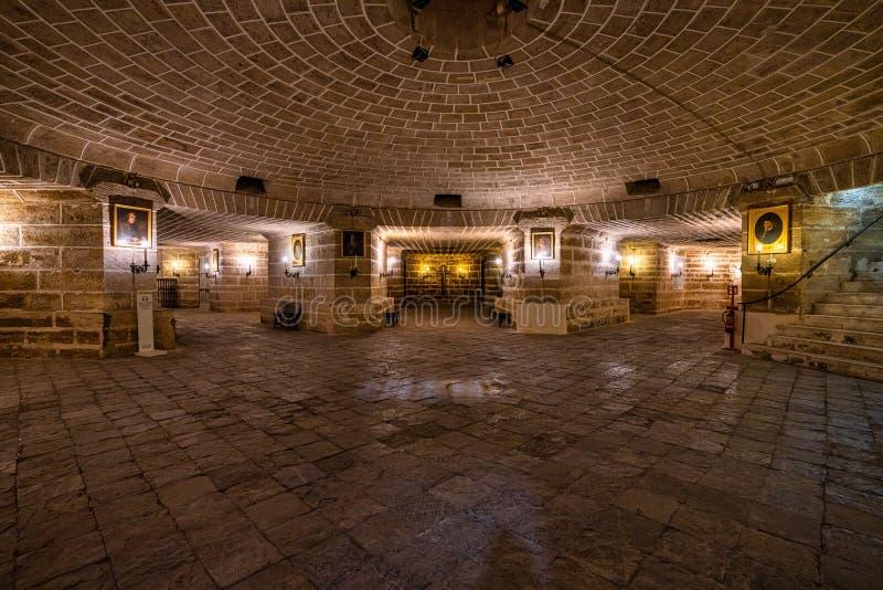 西班牙卡迪兹圣克鲁斯大教堂内部 免版税库存图片