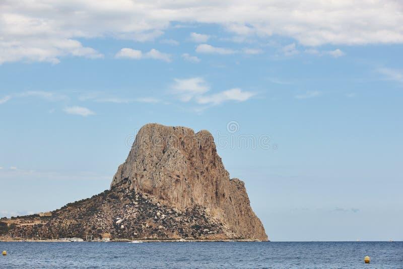 西班牙地中海海岸线 Penon de Ifach在阿利坎特 val 库存图片