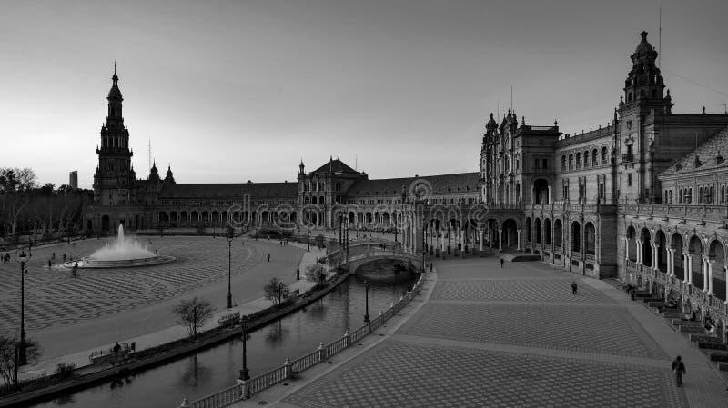 西班牙塞维利亚 — 2020年2月10日:西班牙西班牙广场建筑广视角黑白摄影 图库摄影