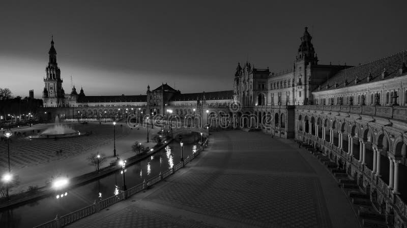西班牙塞维利亚 — 2020年2月10日:西班牙西班牙西班牙广场建筑广视角黑白摄影 图库摄影