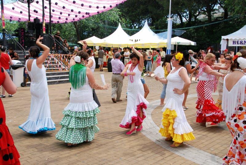 西班牙妇女佛拉明柯舞曲跳舞,马尔韦利亚 免版税库存照片