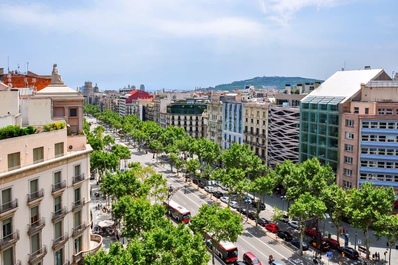 西班牙巴塞罗那Casa Mila house酒店顶部的Paseo de Gracia街景 库存图片