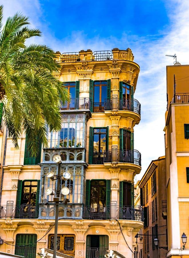 西班牙帕尔马,古色古香的老房子在市中心 库存图片