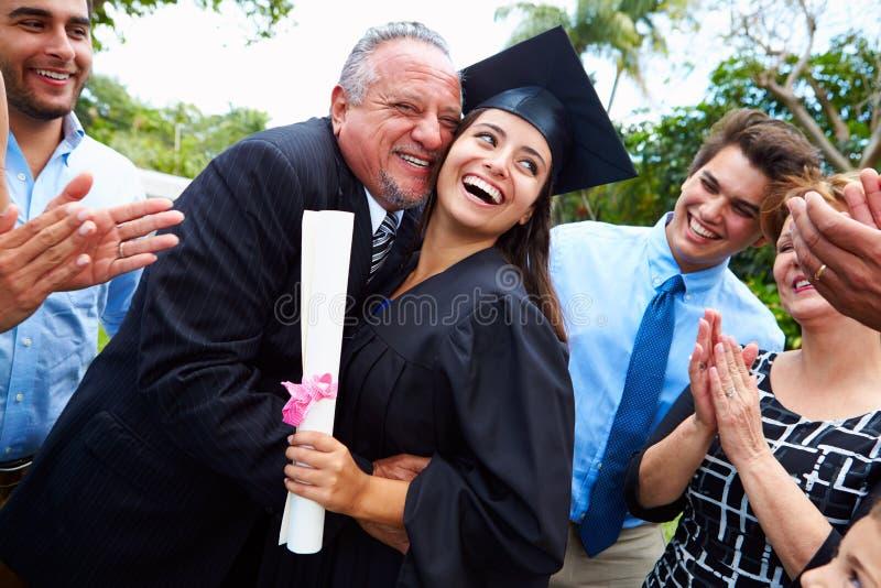 西班牙庆祝毕业的学生和家庭 免版税库存图片