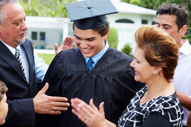 西班牙庆祝毕业的学生和家庭 库存照片
