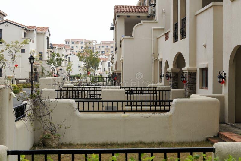 西班牙式房子后院  免版税库存图片