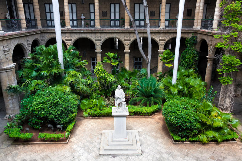 西班牙殖民地宫殿在哈瓦那 库存照片