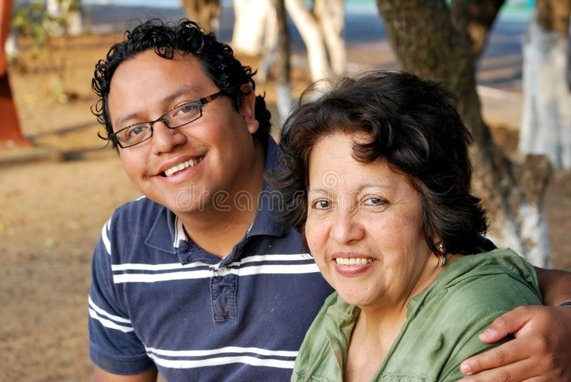 西班牙母亲儿子 免版税库存图片