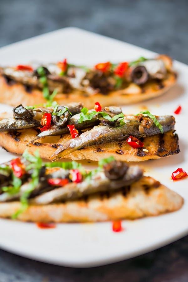 西班牙沙丁鱼烤面包 库存照片