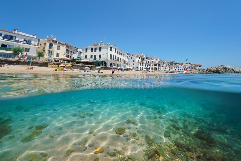 西班牙海滩岸村庄分裂了在水下 图库摄影