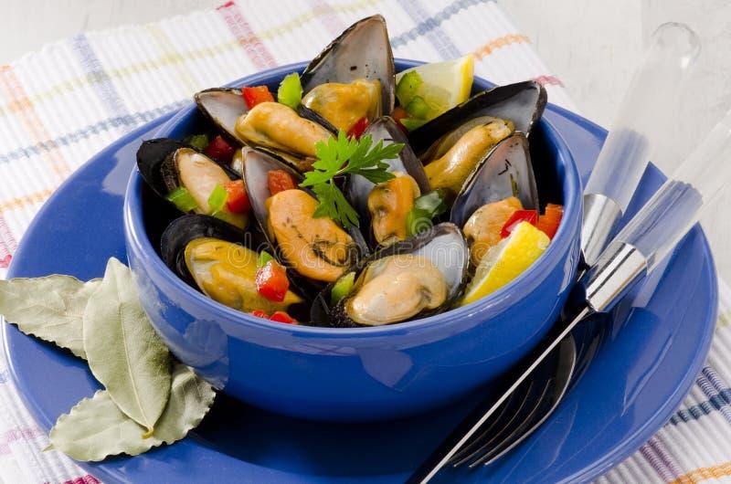西班牙烹调。在调味汁的淡菜。Mejillones la Marinera。 免版税图库摄影