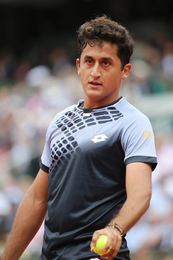 西班牙的职业网球球员尼古拉斯阿尔玛格罗行动的在他的在罗兰・加洛斯的第二次回合比赛期间 免版税库存图片