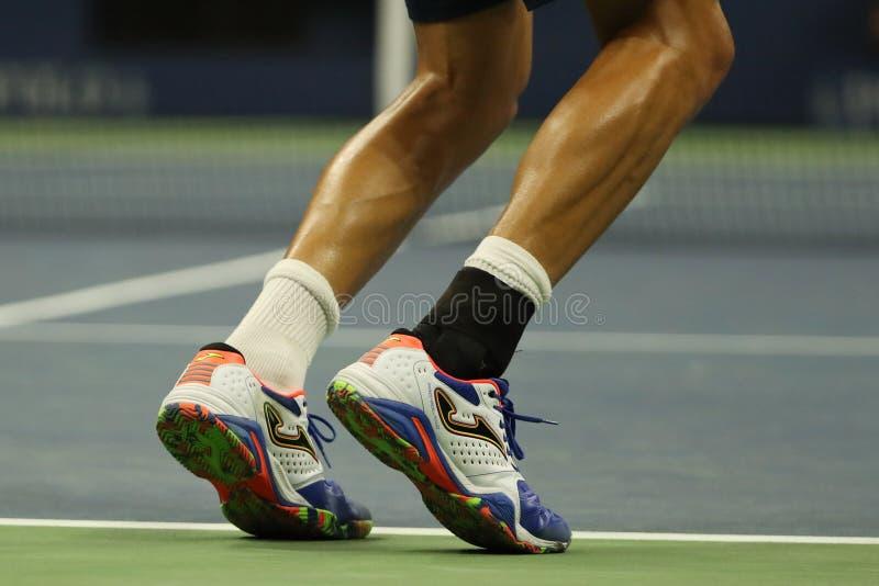 西班牙的职业网球球员马塞尔・格拉诺勒斯穿习惯Joma网球鞋在美国公开赛期间2016年 免版税图库摄影
