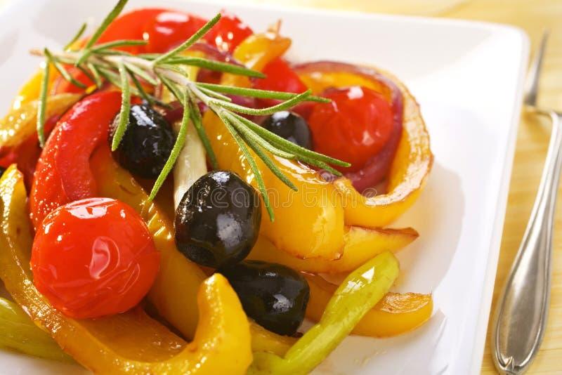 西班牙语被烘烤的胡椒和蕃茄板材  免版税库存图片