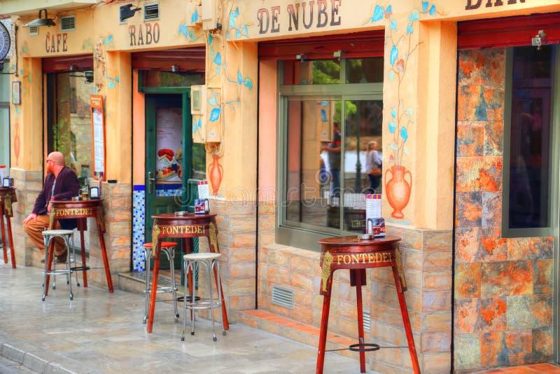 西班牙餐馆服务食物在格拉纳达 库存图片
